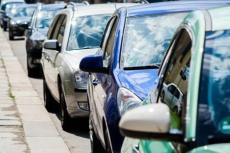 Eine günstige Kfz Versicherung kann die regelmäßigen Kosten für den eigenen Wagen erheblich senken. Wird dazu noch ein Hybrid-Fahrzeug gewählt, sind auch bei den Spritkosten Einsparungen möglich.